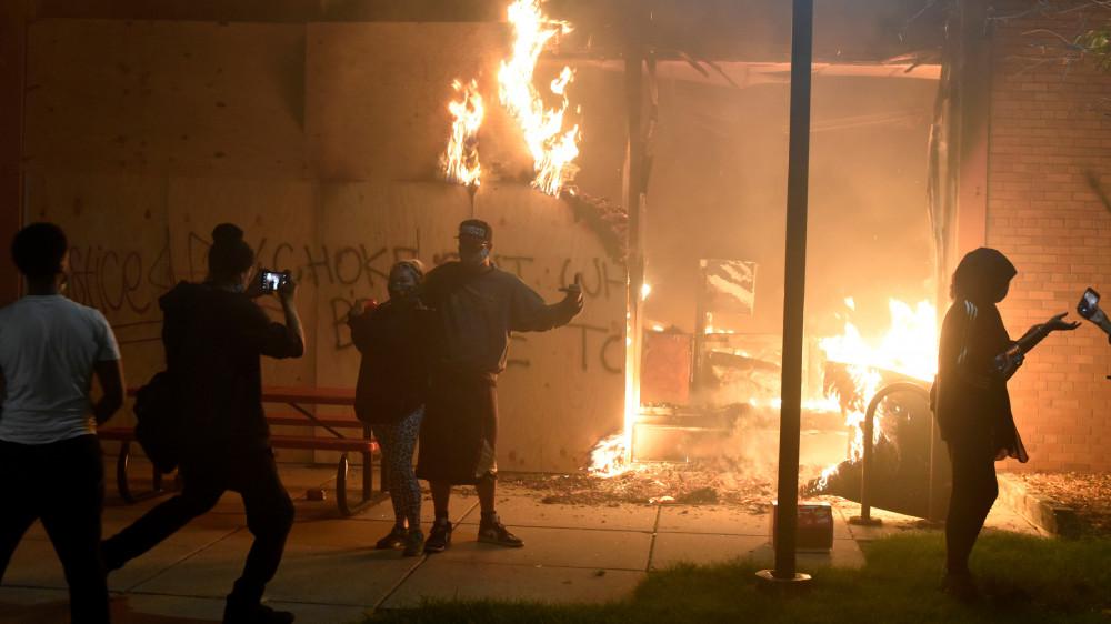 Убийство афроамериканца полицией: казахстанка рассказала о беспорядках в США