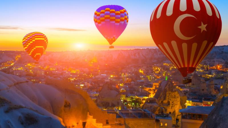 Долина воздушных шаров, подземных городов и розовых скульптур. Чем ...