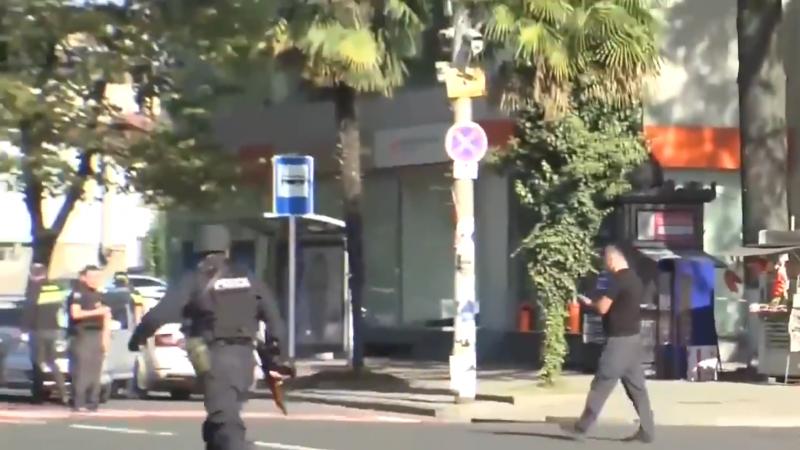 Захватчик банка вГрузии уехал сденьгами итремя заложниками