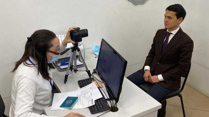 Казахстанский министр инкогнито посетил ЦОН и выявил шесть главных минусов