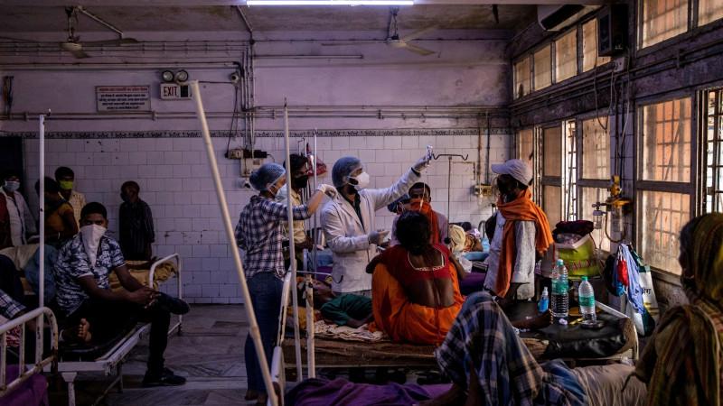 ВИндии уже 300 человек заболели неведомой  болезнью