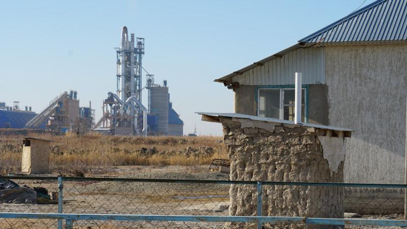 От завода до жилых домов чуть больше 500 метров. Фото: Иван Сухоруков