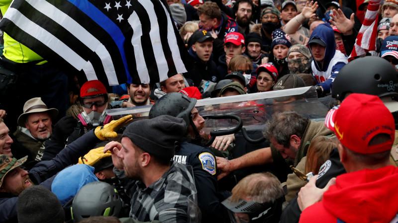 """Беспорядки, захват Капитолия и """"украденные выборы"""" - что произошло в США:  вчера, 11:15 - новости на Tengrinews.kz"""