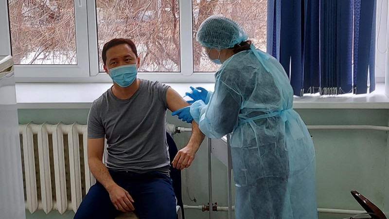 1000 медиков привили от коронавируса в ВКО
