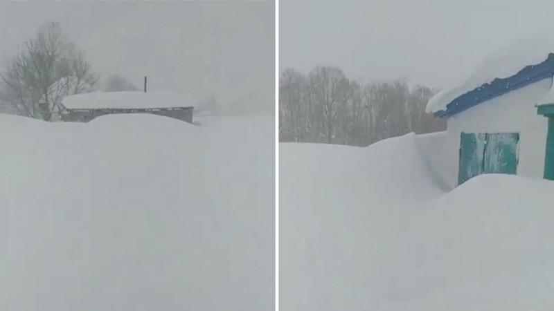 Житель ВКО пожаловался, что из-за снегопада не может доставить ребенка в больницу