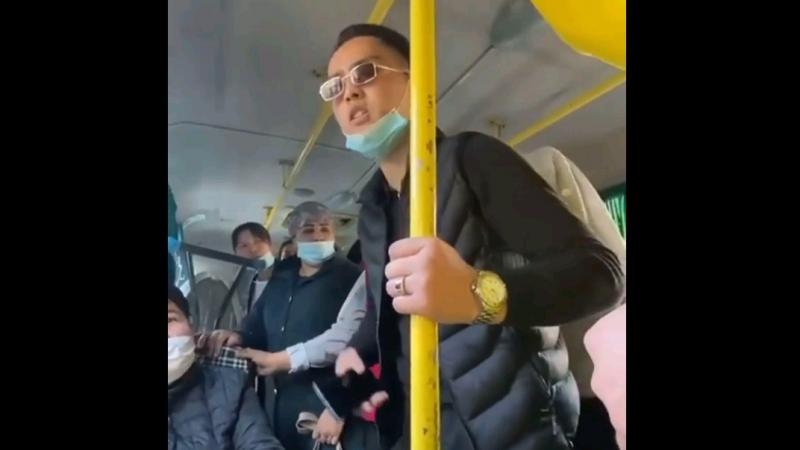 Конфликт между пассажирами в автобусе засняли в Алматы
