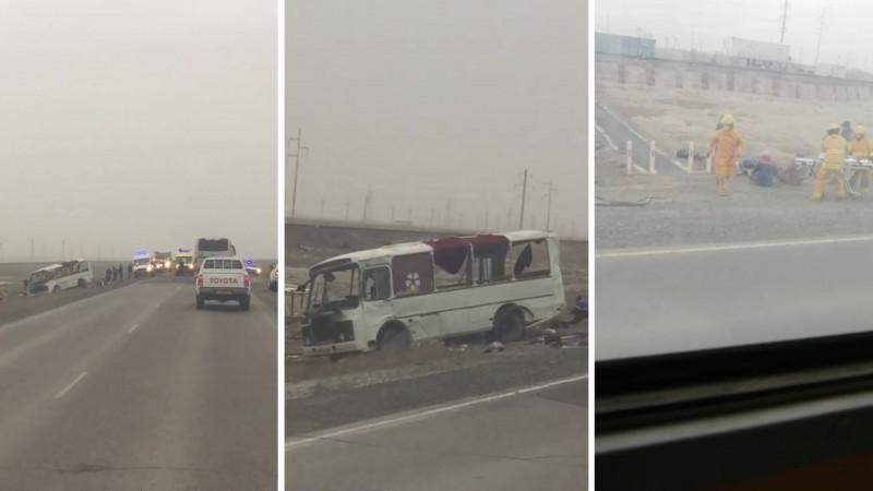 8 человек пострадали в результате ДТП с участием автобуса и автоцистерны в Атырауской области