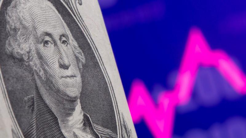 Курс доллара составил 426,73 тенге