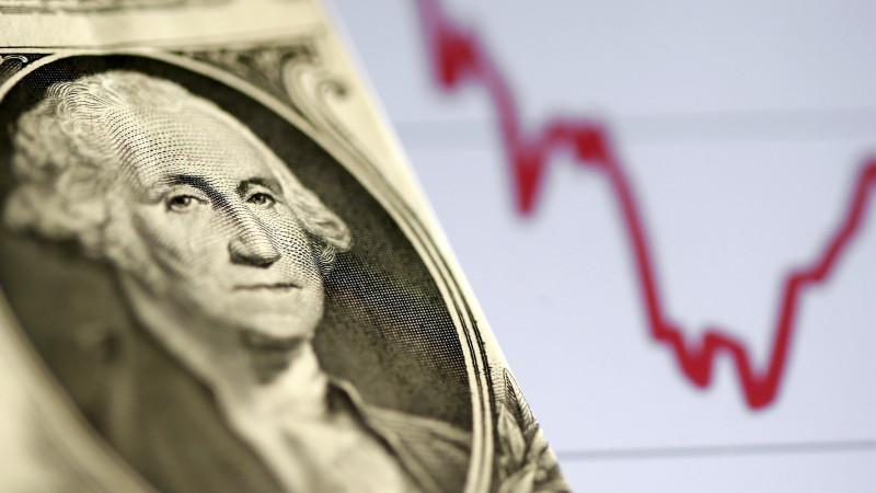 Курс доллара составил 425,82 тенге