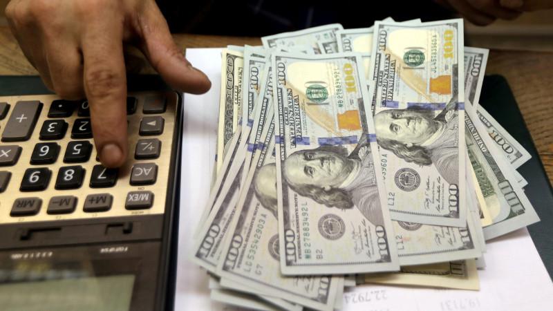 Курс доллара составил 425,78 тенге
