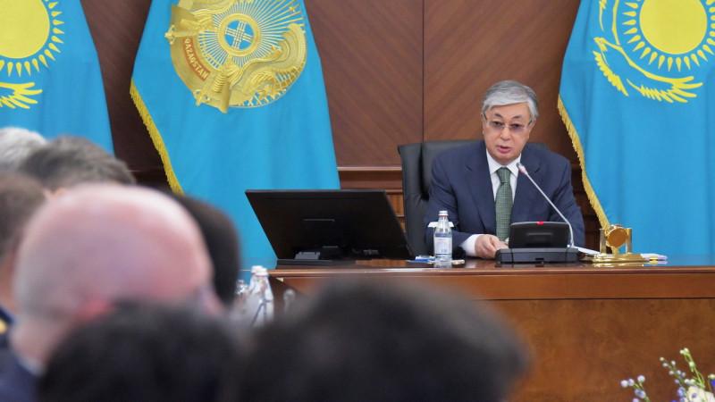 Президент открыл расширенное заседание правительства