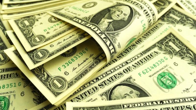 Курс доллара продолжает падать на торгах