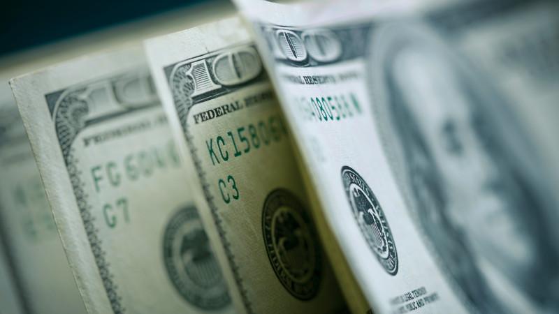 Курс доллара составил 424,19 тенге