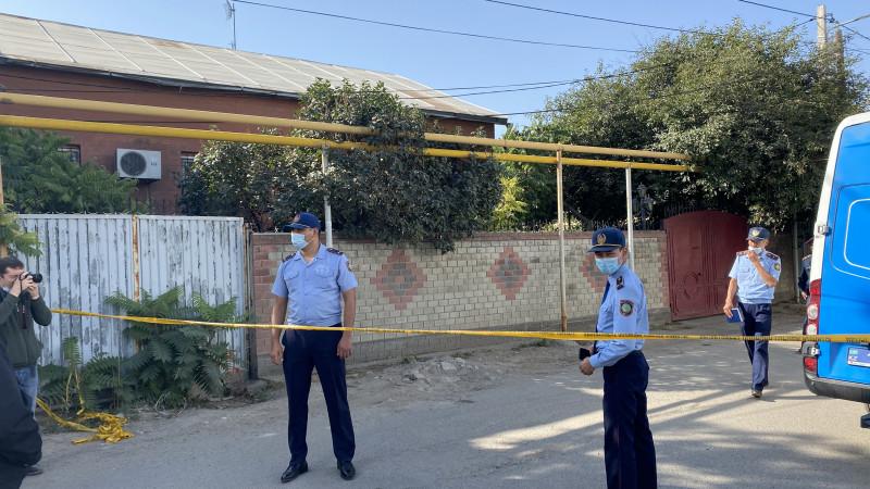 Сестра нового хозяина дома чудом осталась жива - очевидец стрельбы в Алматы