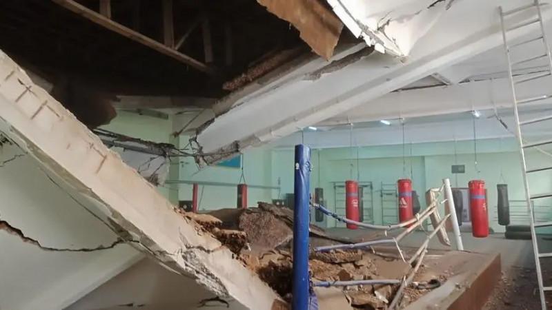 Потолок обрушился в спортшколе Павлодара