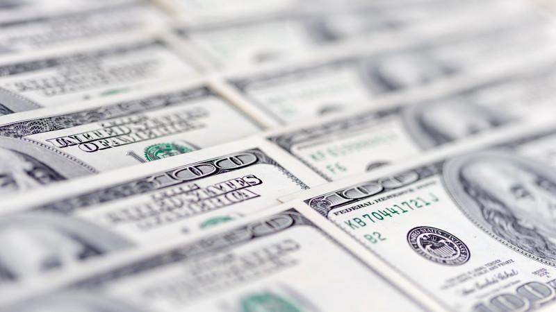 Курс доллара составил 424,44 тенге