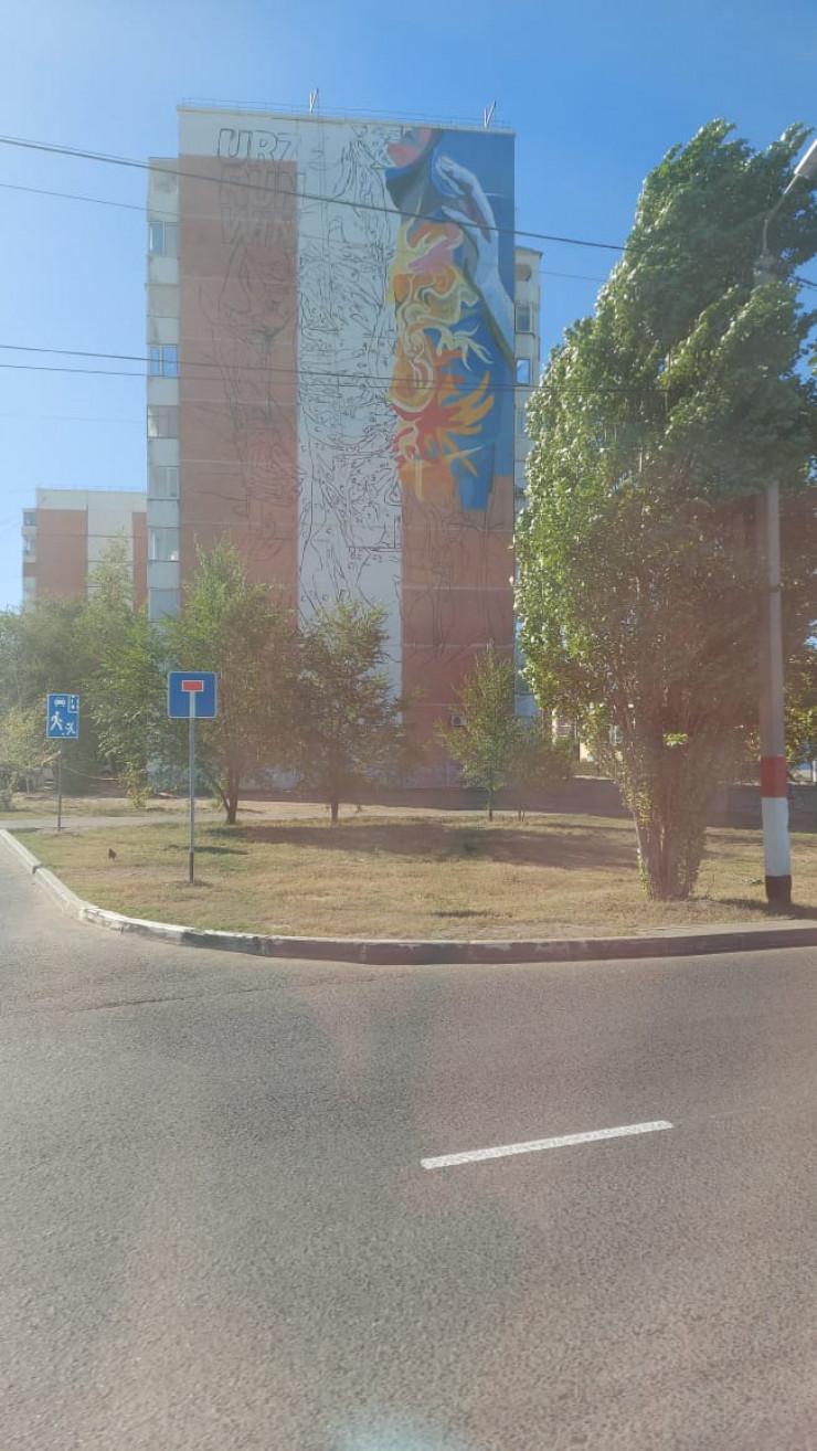 Волонтер погиб во время нанесения граффити на стену многоэтажки в Уральске 2