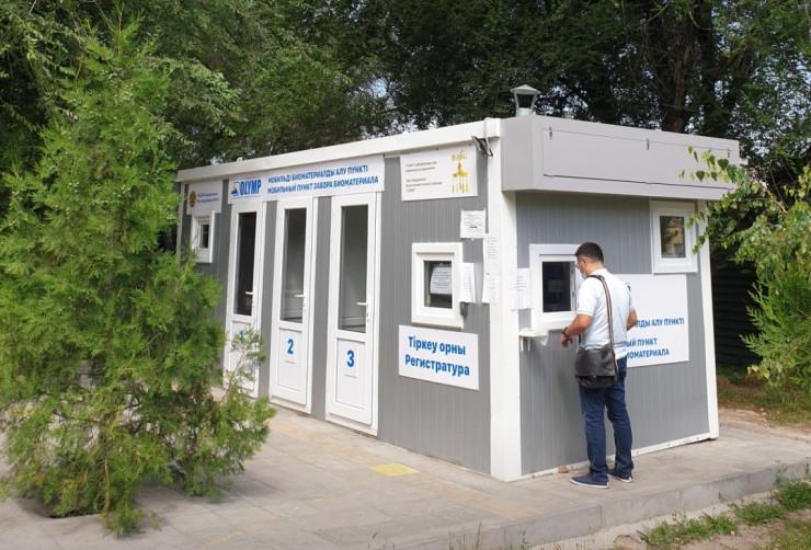 Фонд Кенеса Ракишева и Асель Тасмагамбетовой установил мобильный пункт тестирование на КВИ в Алмате