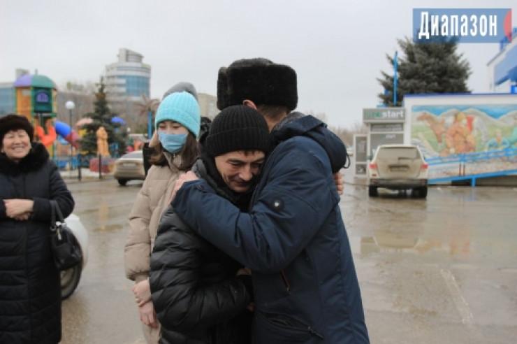 Отец нашел сына спустя 30 лет по обрывку казахстанской газеты 1