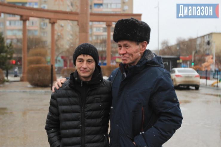 Отец нашел сына спустя 30 лет по обрывку казахстанской газеты 3